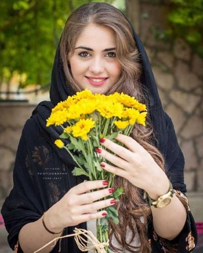 عکس دختر زیبا با دسته گل